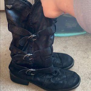 Black roxy boots